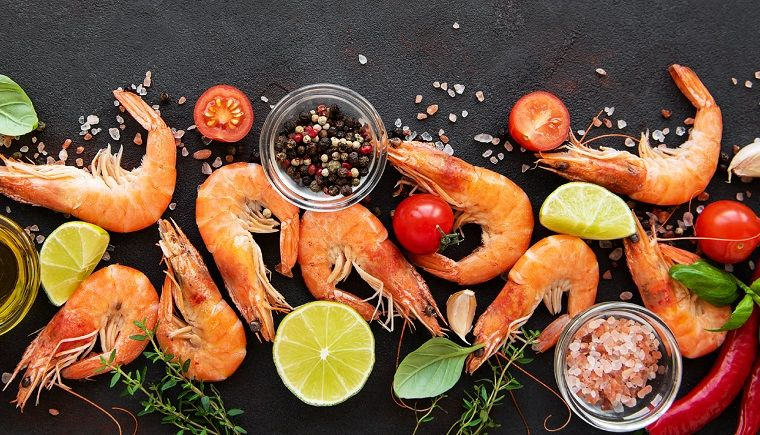 Prawns with lime, chilli and tomatoes